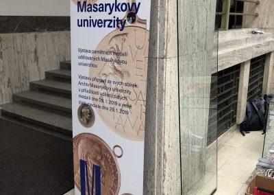 Interierovy_stojan_samonosny